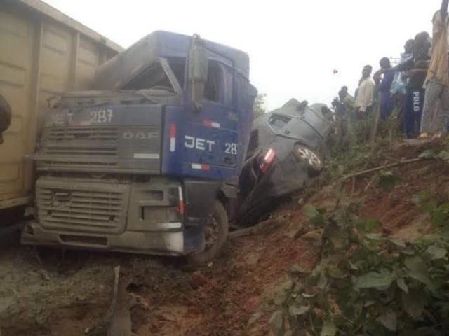 Train crush truck car1